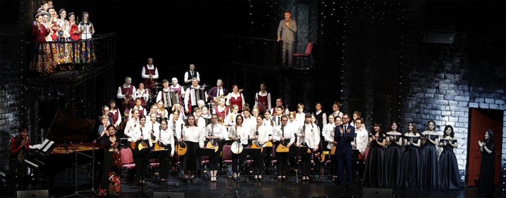 ロシアでのオーケストラとの共演の様子